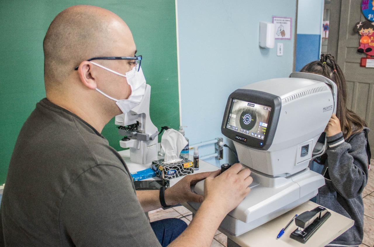 Secretaria Municipal de Educação de Sarandi realiza atendimento oftalmológico para crianças do município