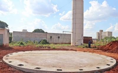 Instalação da nova caixa d'água do Parque São Pedro