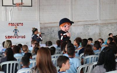 """Projeto """"Samuzinho na escola"""" orienta alunos de Sarandi"""